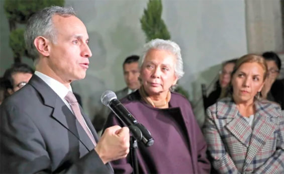 López-Gatell and Sánchez at a meeting with parents of cancer patients.