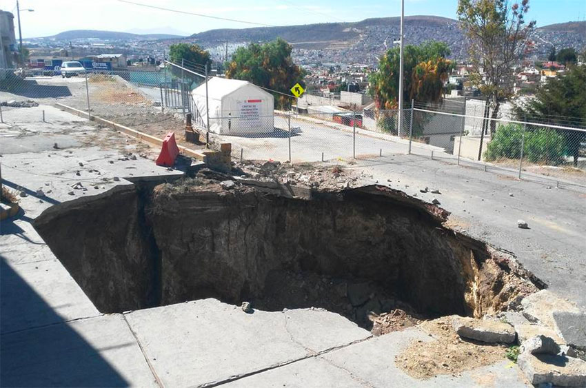 The sinkhole has become a permanent fixture in a neighborhood of Pachuca.
