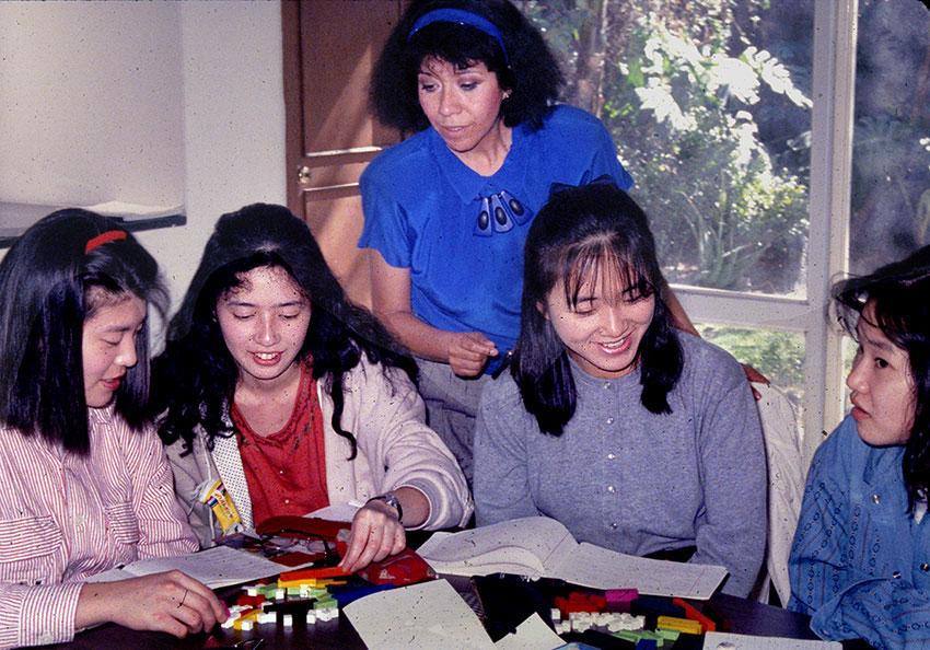 Osaka students studying Spanish in Guadalajara.