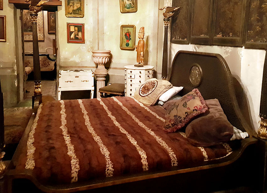 It is said that Porfirio Díaz slept here when visiting Guadalajara.