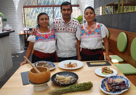 Irad Santacruz and two cooks from the Guardianas de la Tierra de Maíz at El Mexicano Masaryk