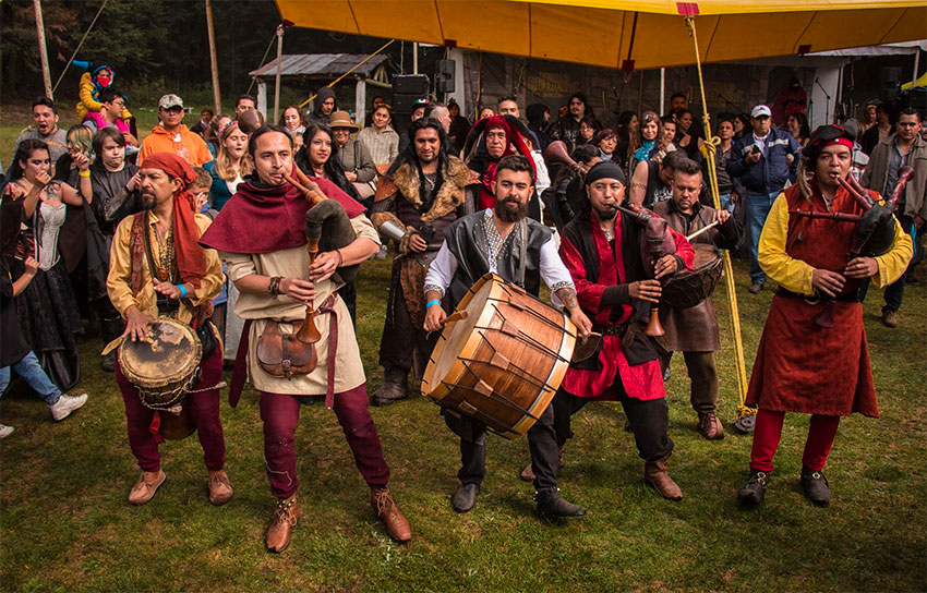 Kronos Cantus is a band that specializes in the medieval version of the bagpipes.