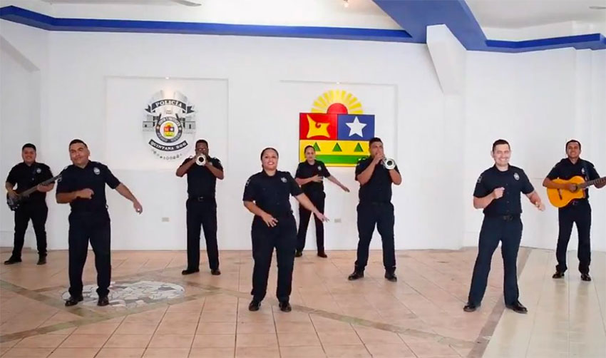 The mariachi-singing police in Quintana Roo.