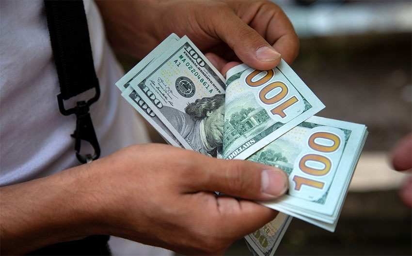 Peso Hits Record Low Ing In Banks