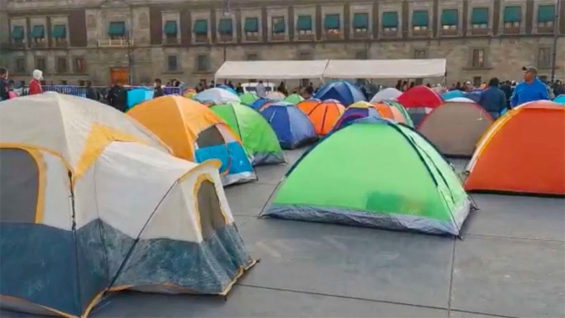 Chiapas teachers set up tents outside the National Palace.