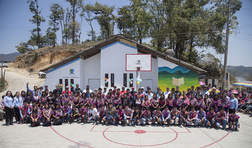 An Escalera-built school in Zinacantán.