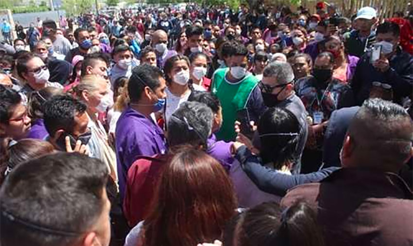 Employees of Electrocomponentes protest April 20 against a lack of health protection measures.