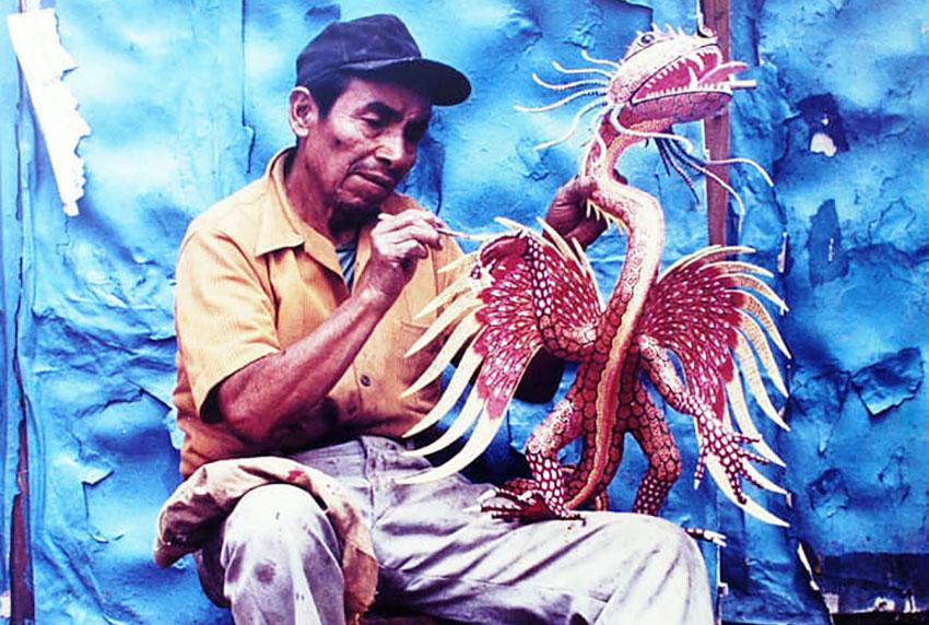 Alebrije artisan Pedro Linares.