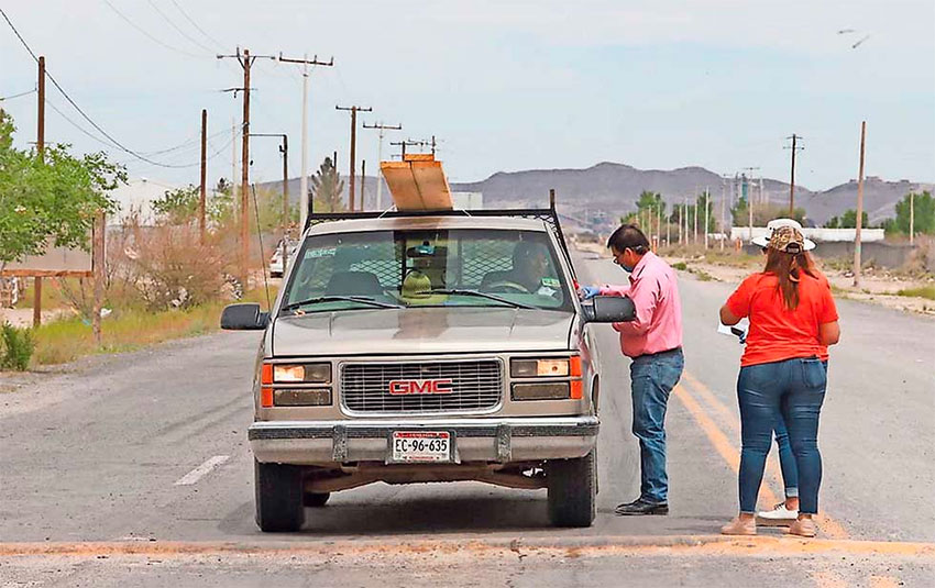 A vehicle is checked on a highway in Samalayuca, Chihuahua.