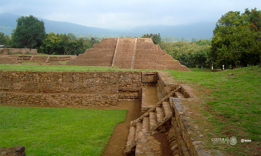 The Tingambato archaeological site is located between Uruapan and Pátzcuaro.