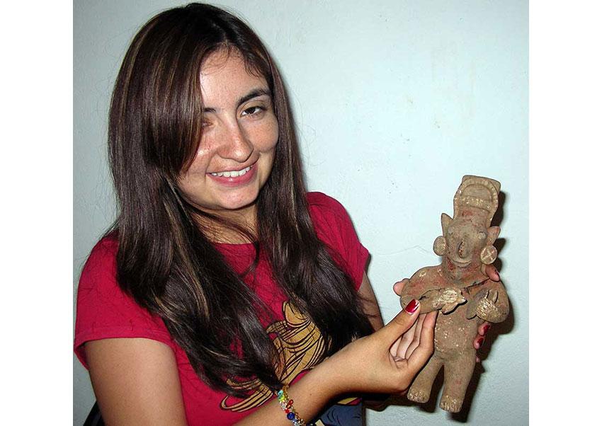5——-Cyntia-Ramirez-w-musician-figurine