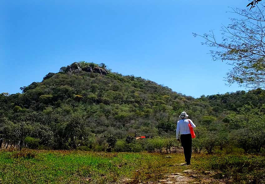 9—–sm-Hiking-towards-the-hill