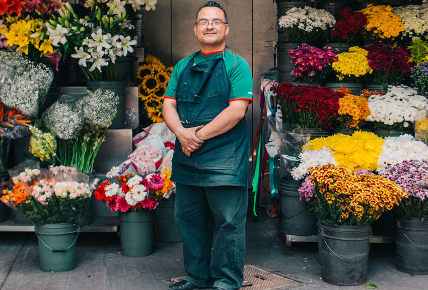 This Mexico City flower vendor was getting desperate when a volunteer turned up with a bag of food supplies