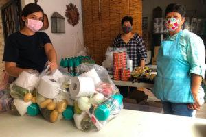 Volunteers prepare despensas in Marfil, Guanajuato.