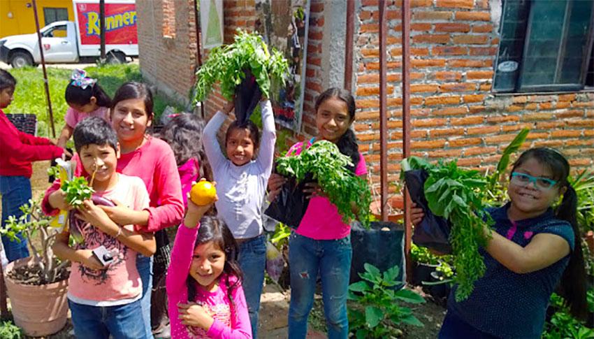 Young gardeners at Vivero la Esperanza in San Juan Tecomatlán, Jalisco.