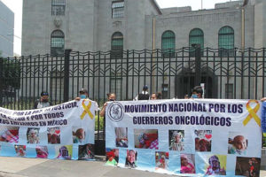 Parents on hunger strike outside the Ministry of Health in Mexico City.