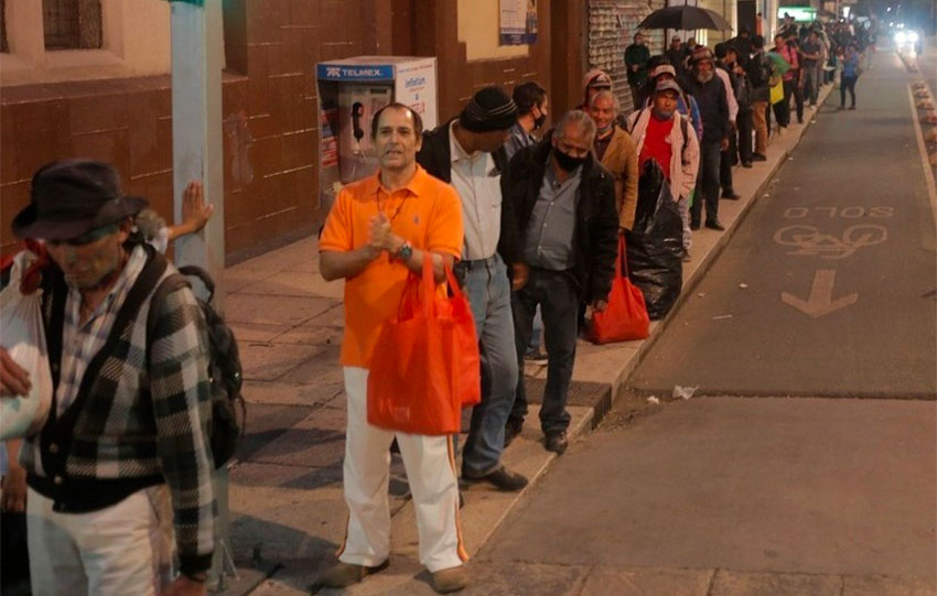 The lineup for food in the Juárez neighborhood on Tuesday.