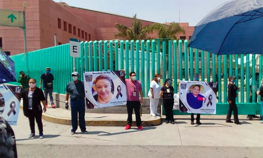 Hospital workers protest in Texcoco.
