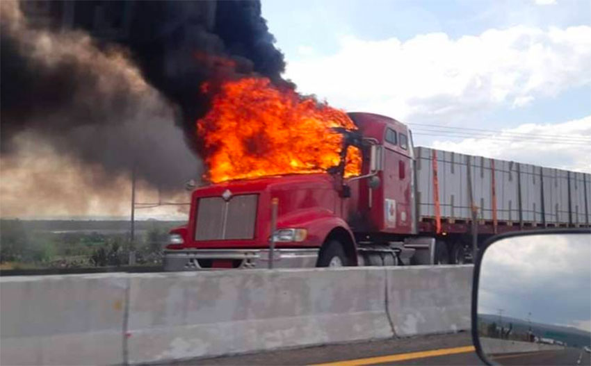 One of the vehicles set on fire to create blockades in Guanajuato.