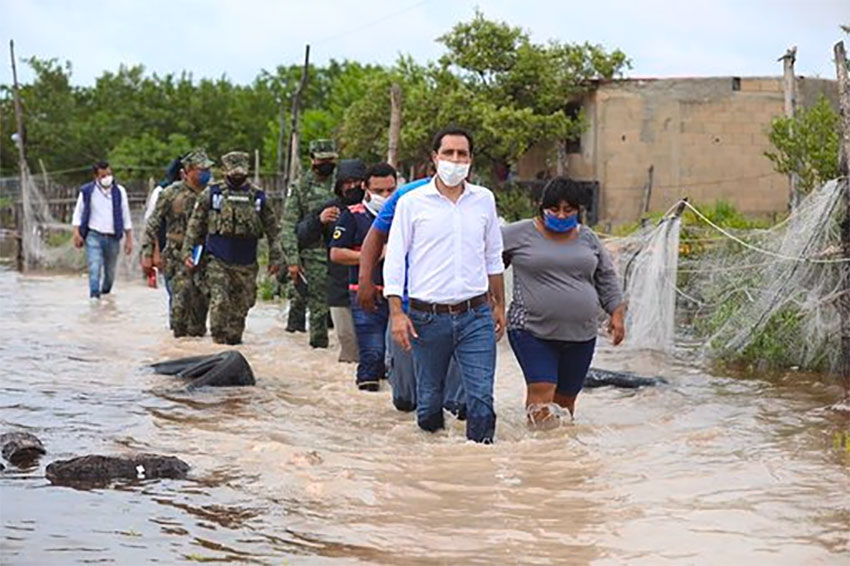 Yucatán Governor Vila wades through Celestún floodwaters Friday morning.