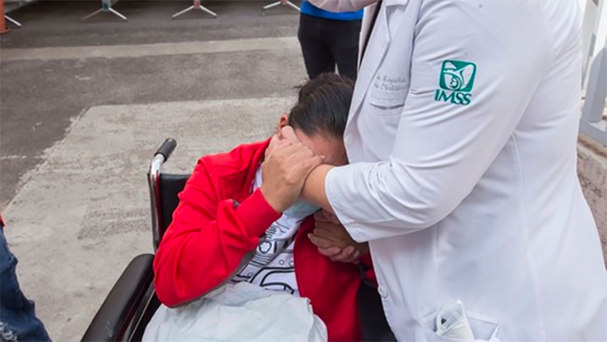 An emotional Ilse thanks her doctor upon leaving hospital last Saturday.