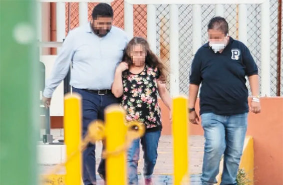 The mother of Guanajuato crime gang boss El Marro leaves prison yesterday.
