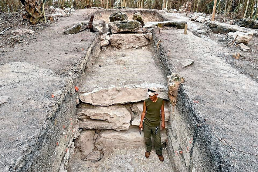 The massive platform found by archaeologists in Tabasco.