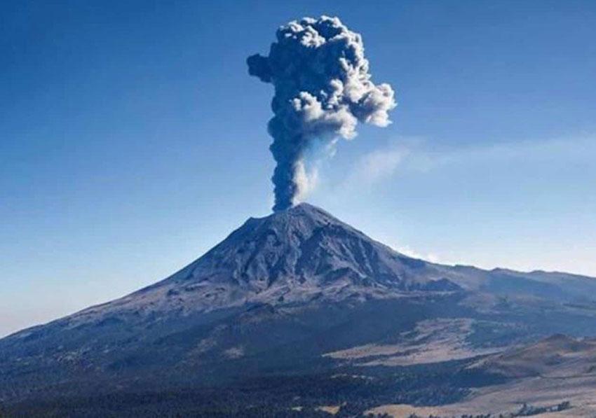 The Popocatépetl volcano is a natural polluter.