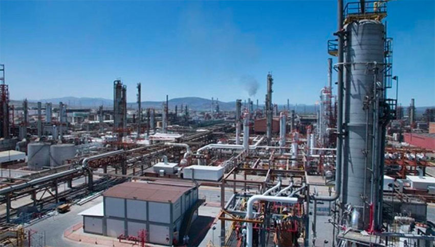The Tula oil refinery also makes a contribution to Mexico City air pollution.