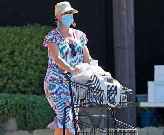 Singer Katy Perry wearing her huipil.