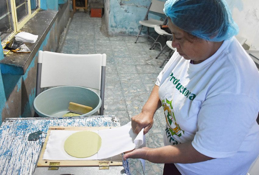 Eloise Serralde Nieto prepares a nopal tortilla.