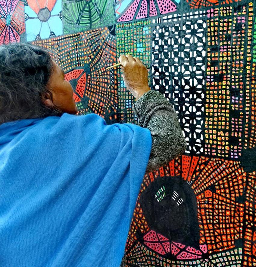"Artist Maruch Méndez painting ""Arañas"""