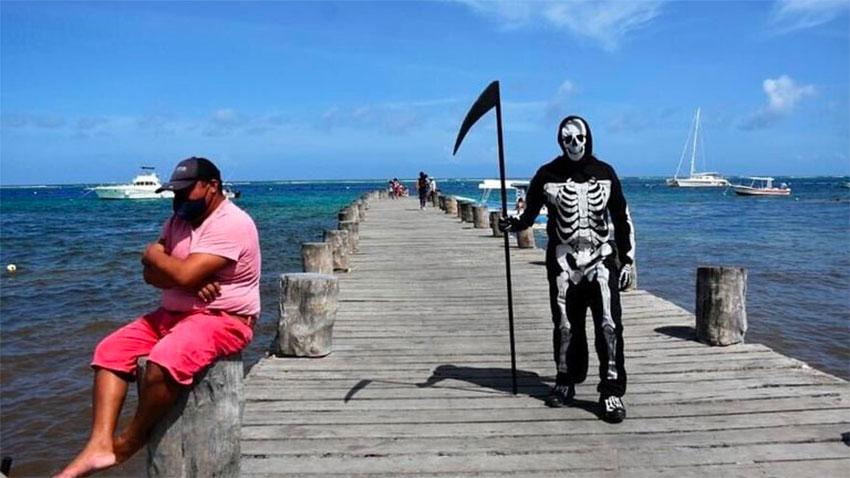 Death on a dock in Puerto Morelos.