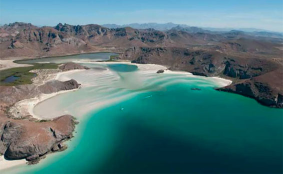 Playa Balandra in La Paz. The municipality plans to offer beach reservations through a new app.