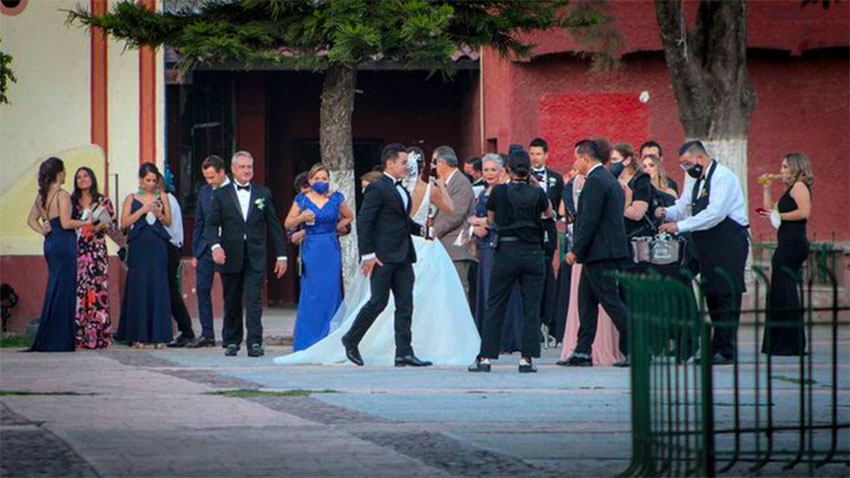 A wedding in Guanajuato where few coronavirus prevention measures were being observed.