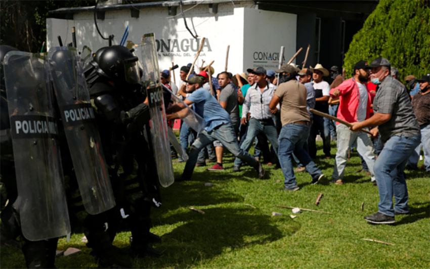 Farmers vs. the National Guard at the Boquilla dam.