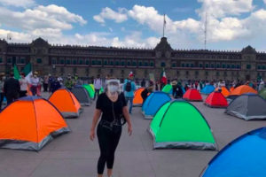 Tents of anti-AMLO protesters have sprouted in the zócalo.
