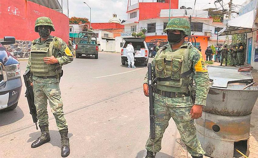 National Guardsmen on patrol in Antonio Barona, Cuernavaca.