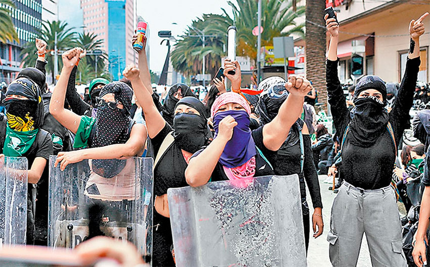 The Abortion Day march turned violent when protesters were denied access to the zócalo.