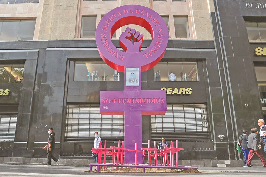 No more femicides is the message of the anti-monument opposite the Palace of Fine Arts.