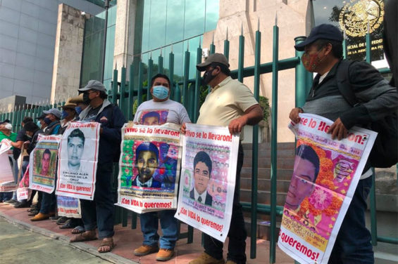 Parents of the 43 missing students protested at the Federal Judicial Council.