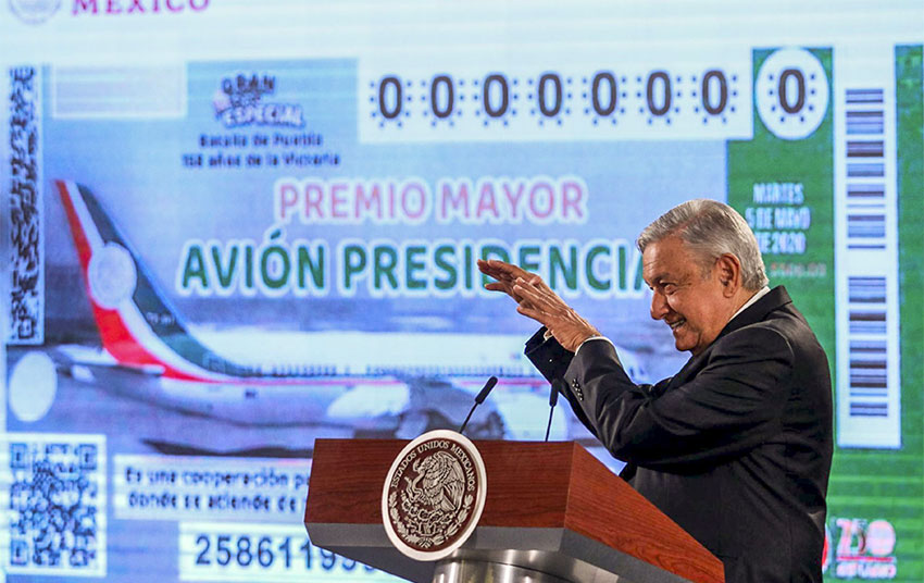 President López Obrador presented the design of the raffle ticket at a press conference in January.