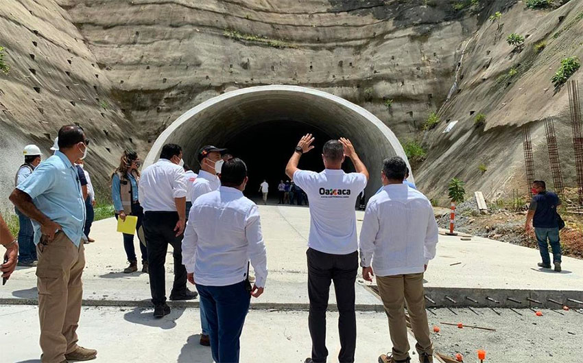 Governor Murat at the 224-meter-long Santa Martha tunnel.