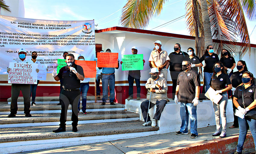 ISSSTE workers protest in San José.