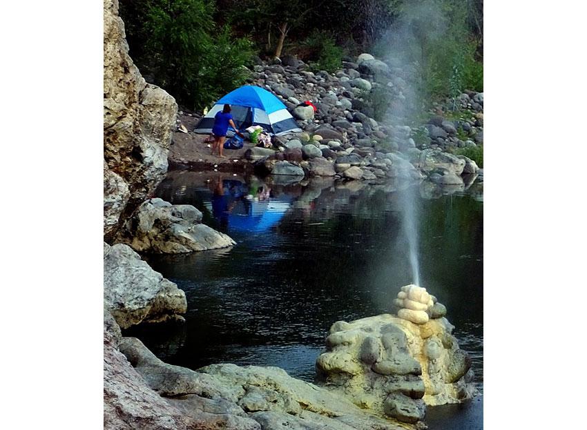 7—–Los-Patitos-Camping-next-to-a-geyser