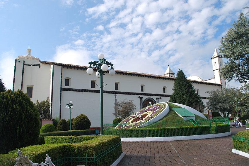 Garden clock and monastery in Zacatlan de las Manzanas, Puebla