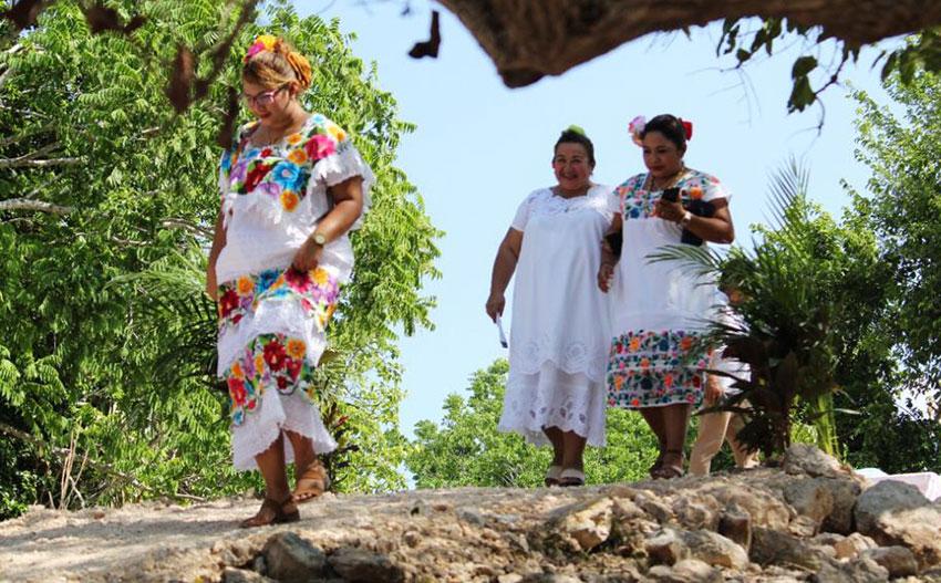 Maya women at the annual Feria de las Cebollitas (Little Onion Fair) in Ixil, Yucatán.