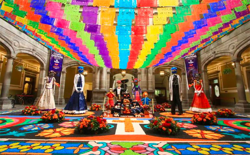 The final version of Puebla's altar is a more traditional theme.