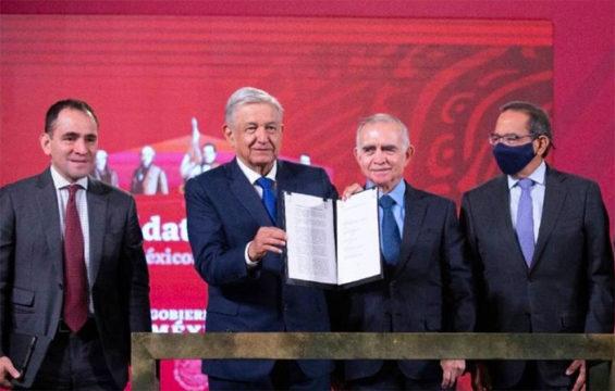 Finance Secretary Arturo Herrera, López Obrador, Romo and business group leader Salazar.