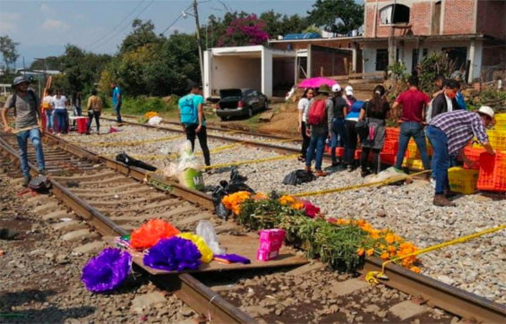 A Michoacán rail blockade takes on a Day of the Dead theme.